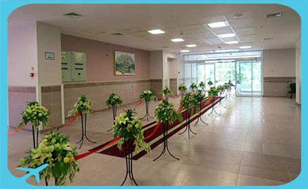 فضاءات واسعة ومريحة للمرضى ومرافقيهم في مستشفى جواد الأئمة في مشهد ايران