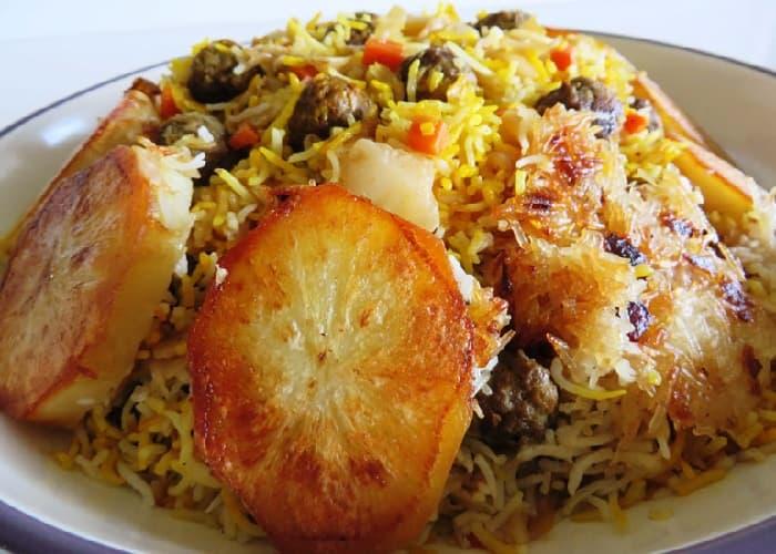 طعام محلي بالأرز والملفوف في شيراز