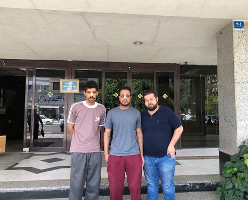 هشام و مصعب من عمان مع مترجم اللغة العربية في شركة آريا مدتور في طهران