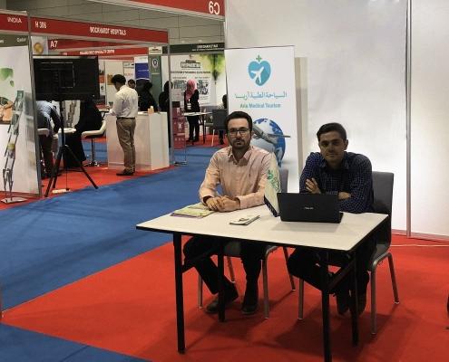 صورة في جناح شركة آريا مدتور في مؤتمر ومعرض عمان للسياحة العلاجية والرعاية الطبية