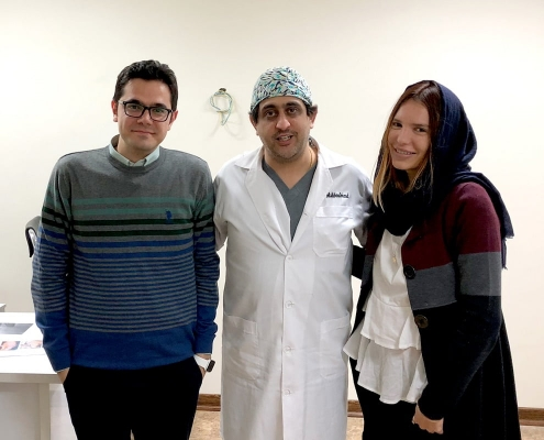 جوليا من إيطاليا مع جراح تجميل الانف ومدير آريا مدتور في طهران