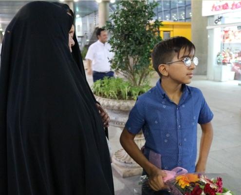 الطفل محمد صادق من العراق في طهران لإجراء جراحة العيون في ايران مع آريا مدتور