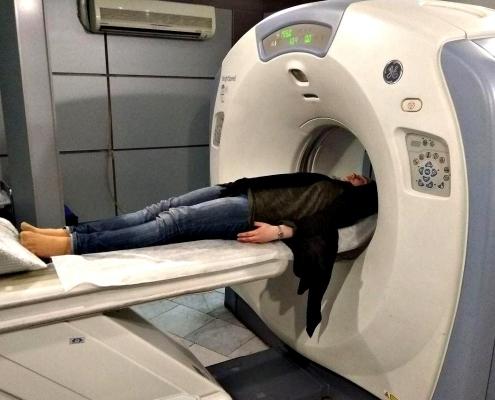 إجراء الاستعدادات والفحوصات اللازمة لمريضتنا سباهت قبل إجراء عملية الانف في طهران