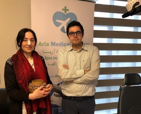 سباهت مع مدير شركة آريا مدتور أثناء زيارتها لمقر الشركة في طهران