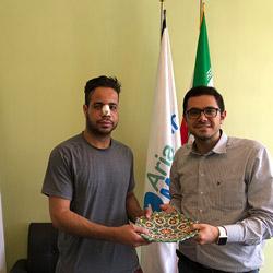 شهادة مصعب طالب عماني في جامعة أمريكية عن عملية تجميل الانف في ايران