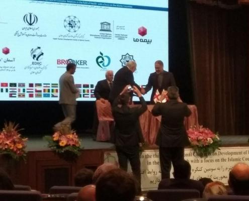 محاضرة في مؤتمر تطوير العلاقات الاقتصادية في مجال الصحة في طهران