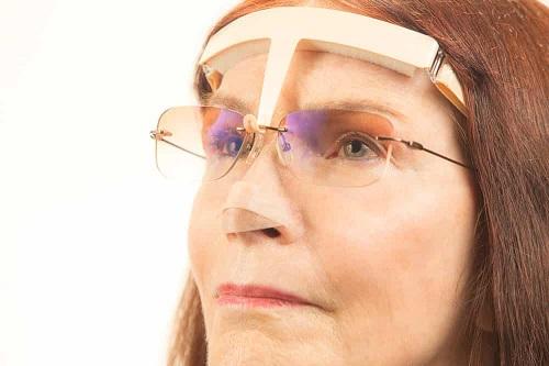 كيفية ارتداء النظارات خلال فترة النقاهة بعد عملية الانف