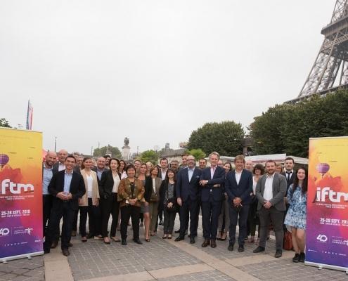 مجموعة من المشاركين في معرض iftm توب ريزا في باريس