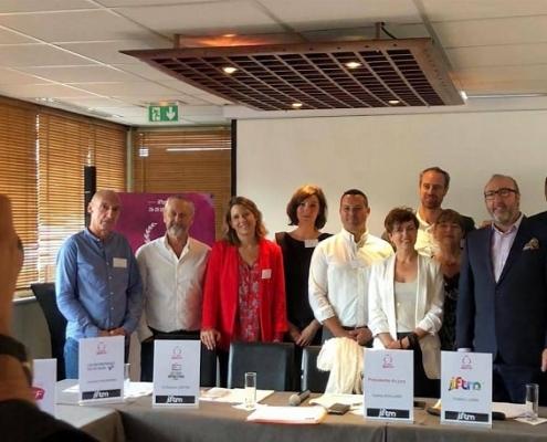 صورة لبعض المشاركين في معرض توب ريزا في باريس