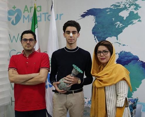 مريض من هولندا في ايران من أجل عملية تجميل الانف الترميمية