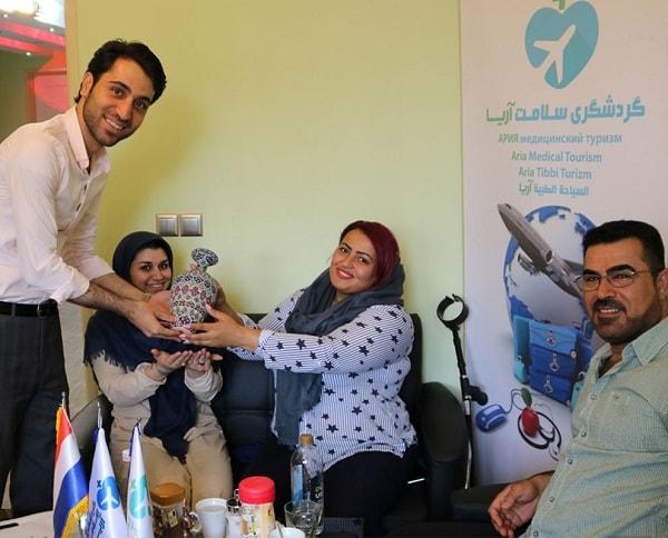مريضة ليبية هولندية في ايران لإجراء جراحة انقاص الوزن مع آريا مدتور