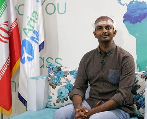 مريض زراعة شعر هندي اثناء تصوير شهادته