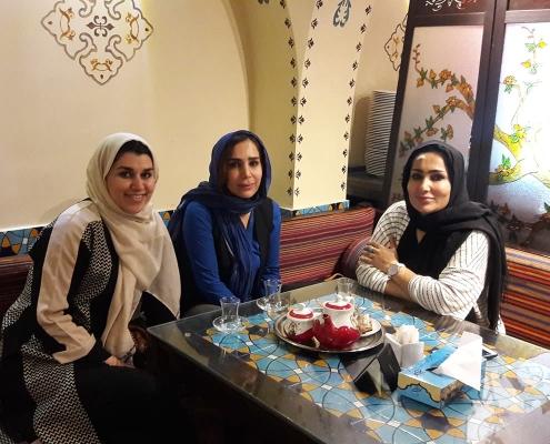 السياحة والعلاج لشابتين كرديتين في ايران | آريا مدتور