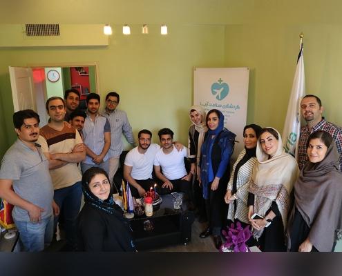 شابتان كرديتان لإجراء ابتسامة هوليود في ايران