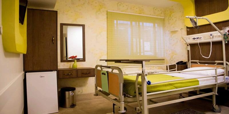 غرف المرضى في مستشفى ابن سينا في طهران