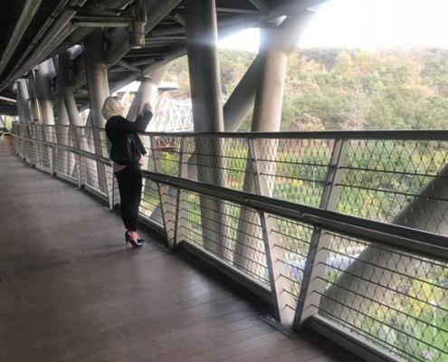 مريضة ترميم الأنف في ايران في جولة سياحية أثناء رحلتها العلاجية