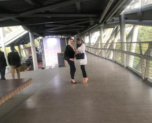 شيلا من رومانيا على جسر الطبيعة في طهران قبل إجراء عملية الأنف الترميمية