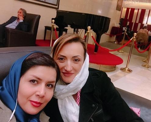 صديقة شيلا مع منسقة شركة آريا مدتور في طهران