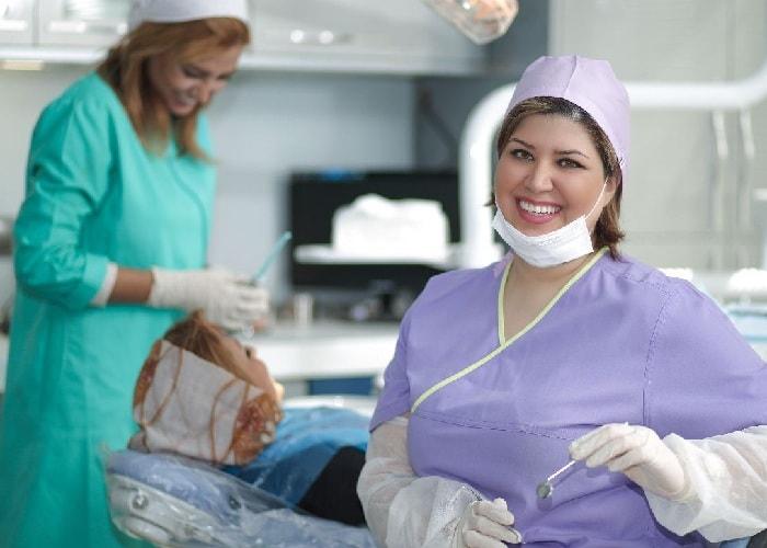 افضل دكتور اسنان في ايران في تركيب جسور الاسنان