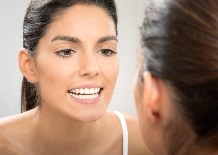 فوائد قشور الاسنان التجميلية في تبييض الاسنان
