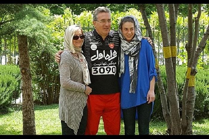 ايفانكوفيتش مع زوجته وابنته في ايران