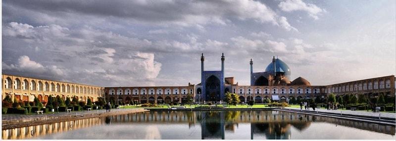 ساحة نقش جهان في اصفهان من أبرز عجائب ايران المعمارية