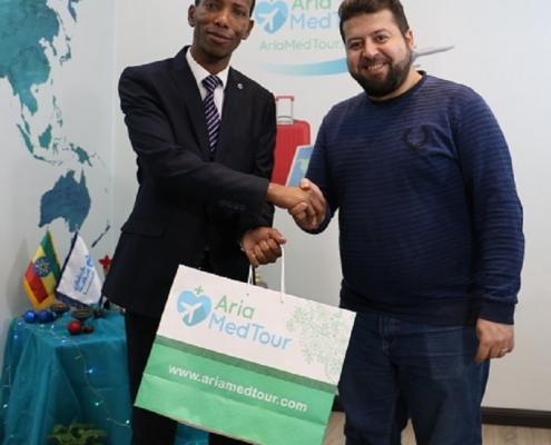 ضيف من اثيوبيا يستطلع التعاون مع آريا مدتور في السياحة العلاجية