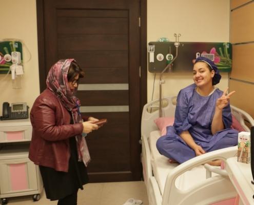 مريضة اسبانية في مستشفى في طهران ايران