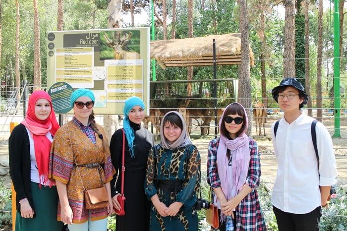 لباس السواح الاجانب في الاماكن العامة في ايران