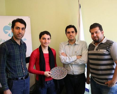 مريض من السويد مع طاقم عمل شركة آريا مدتور في ايران