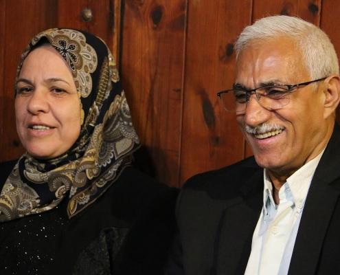 ضيفان من العراق أتيا لإجراء عملية الفقرات في ايران