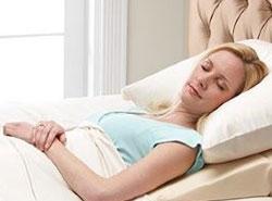 النوم بعد عملية تكبير الثدي