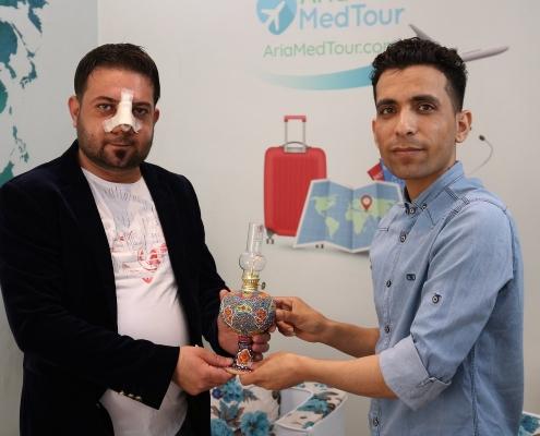 مريض عراقي يجري عملية انحراف الوتيرة في ايران