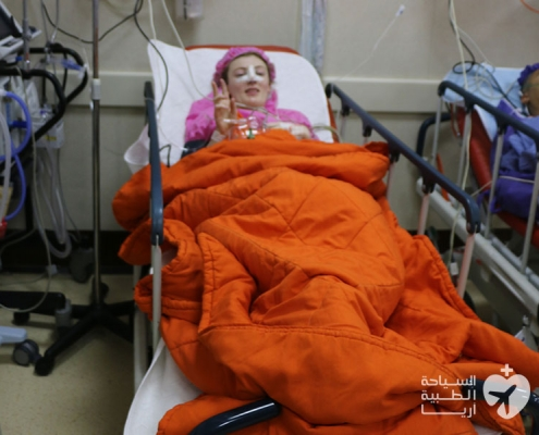 شابة استرالية في مستشفى في طهران لإجراء عملية الانف في ايران