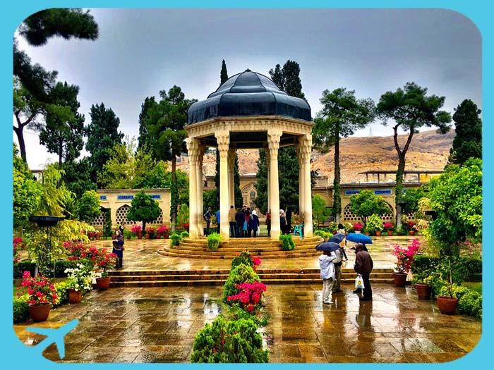 ضريح حافظ الشيرازي من أبرز المعالم السياحية في شيراز