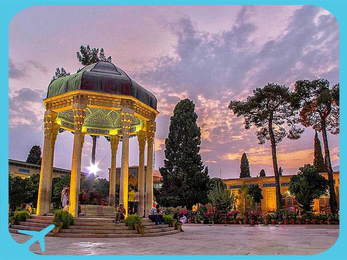 صورة جميلة للغروب في ضريح حافظ الشيرازي