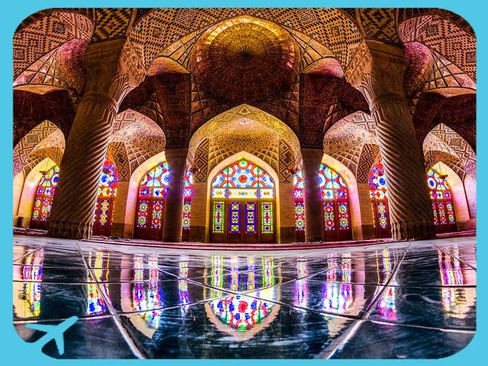 القبب الرائعة في جامع ناصر الملك في شيراز