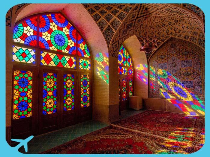 الألوان الساحرة في جامع ناصر الملك في شيراز