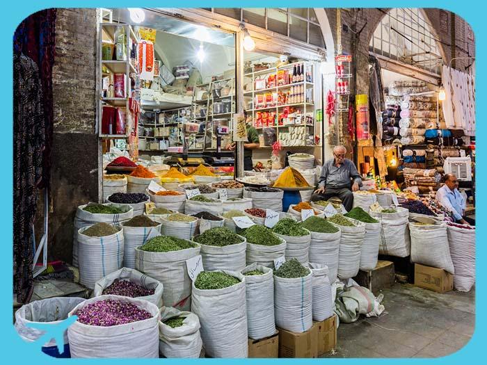 سوق وكيل من أهم المعالم السياحية في شيراز