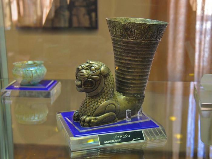 إحدى الآثار المعروضة في متحف أذربيجان الذي هو من أهم المواقع السياحية في تبريز