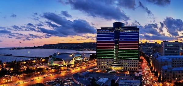 باكو هي مركز السياحة في القوقاز
