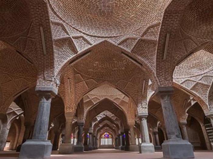 السوق المسقوف التاريخي من أبرز المواقع السياحية في تبريز