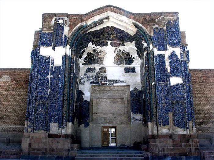 الجامع الأزرق من أبرز المواقع السياحية في تبريز