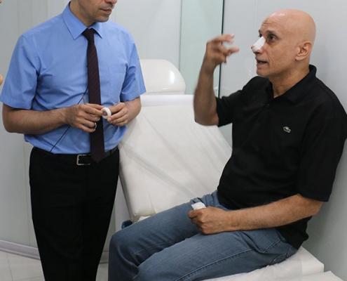 ليث من العراق يتلقى التعليمات من جراح الانف في ايران