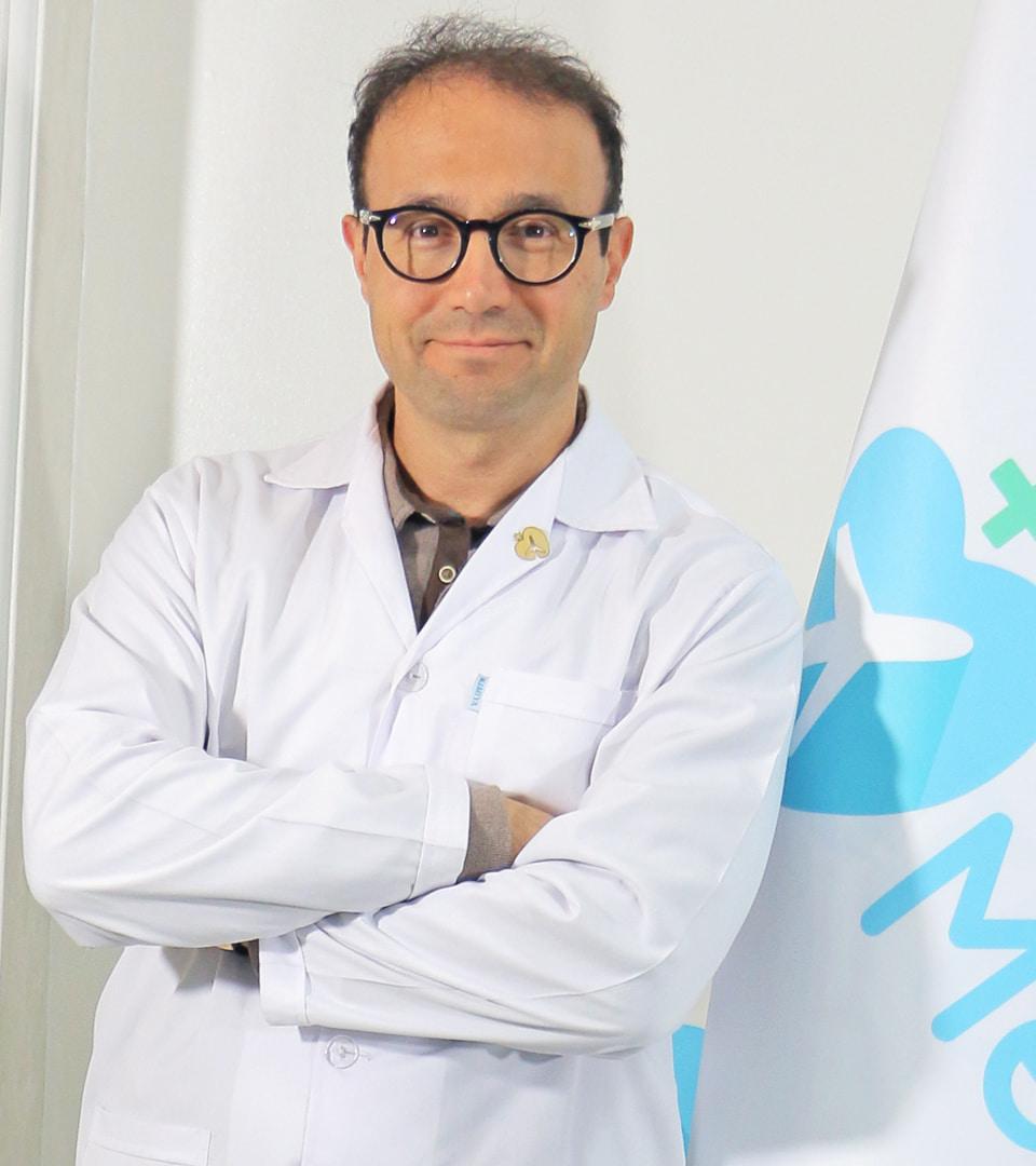 الدكتور شهريار يحيوي جراح تجميل الانف في ايران