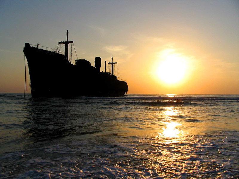 السفينة اليونانية إحدى أبرز معالم الجذب السياحية في كيش