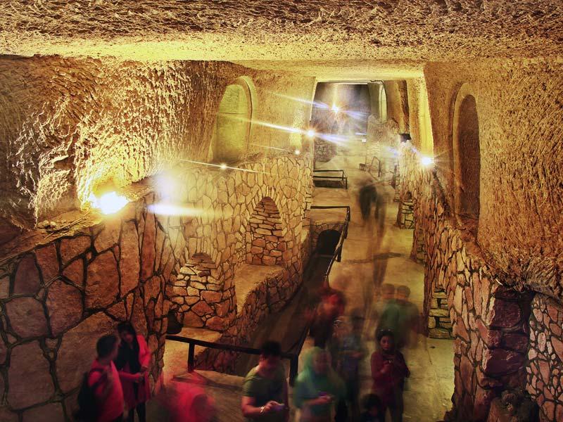 بلدة كاريز من المعالم السياحية في كيش