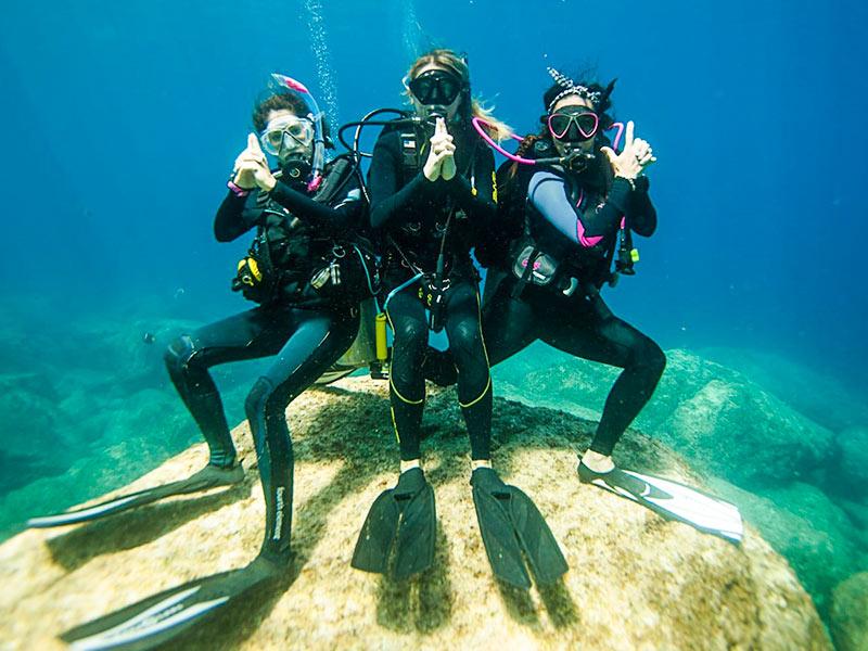 الرياضات المائية الرائعة في مياه الخليج في كيش