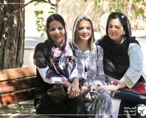 تجربة تجميل الانف في ايران لأم وابنتها من أمريكا