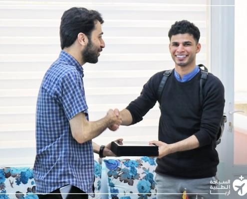 صلاح من عمان في آريا مدتور لتركيب فينير الاسنان في طهران